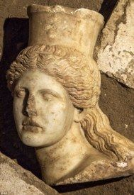 Hallan un esqueleto en la cámara secreta en la tumba de Anfípolis   La Aventura de la Historia   EL MUNDO