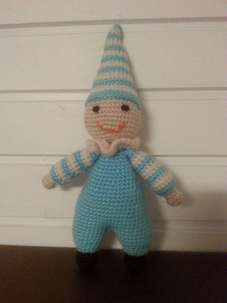 En löytänyt nuken ilmaista ohjetta, joten kehittelin itse ohjetta. Ensikerralla teen hatusta hieman isomman.