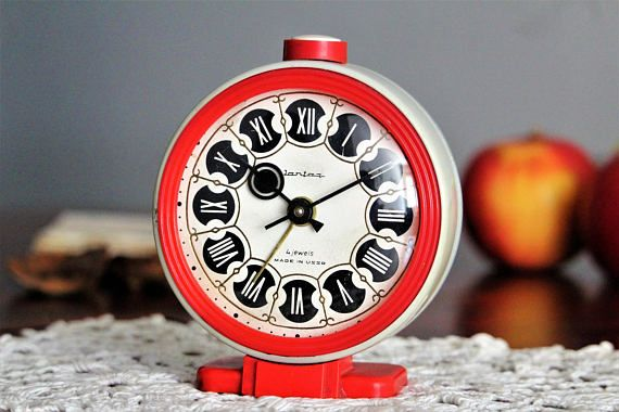 Check out this item in my Etsy shop https://www.etsy.com/listing/507695181/vintage-desk-clock-retro-alarm-clock