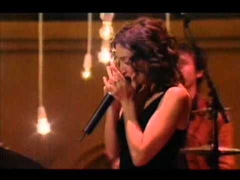 ▶ The Waifs - Lighthouse (Live At The 17th ARIA Awards, 21st October 2003) - YouTube - Vikki is so good on the harmonica