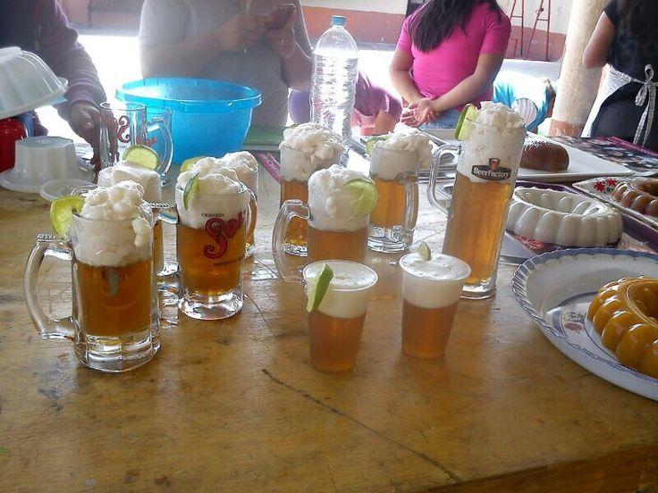 gelatina de manzana en forma de cerveza...