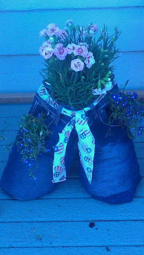 Bluejean planter Sew up the legs on an old pair of jeans. Fill bottom of legs with rocks for weight and drainage Add potting soil and decorate wjth flowers out the waist and pockefs. Water and enjoy!