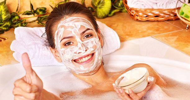 Her er to bud på nemme, hjemmelavede ansigstmasker mod fedtet og uren hud.