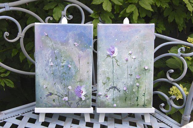 eine Blütenexplusion in den Farben violett, grün und blau und einem Tupfer weiß