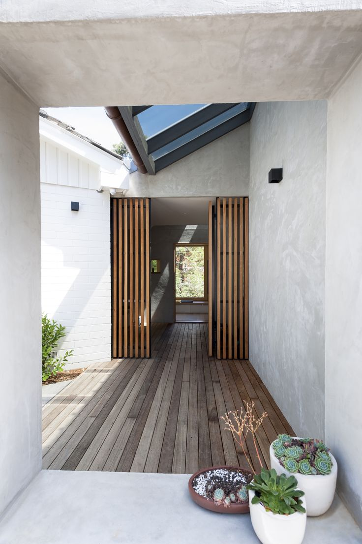 Doncaster house. Photography by Nick Stephenson. #inbetweenarchitecture #house #addition #renovation #architecture #melbournearchitecture #indooroutdoor #peachy_green_ #strawbrothers #garden #backyard #entry #timbergate #timberdeck