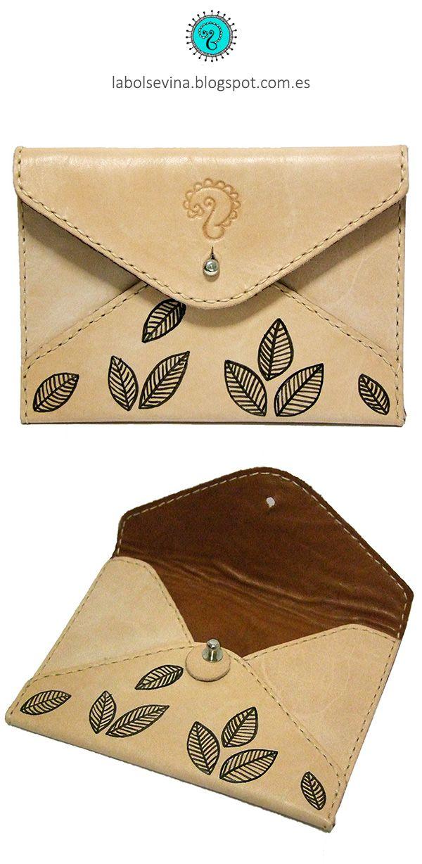 Cartera de cuero con forma de sobre hecha y cosida a mano. Handcrafted, handstitched leather envelope wallet