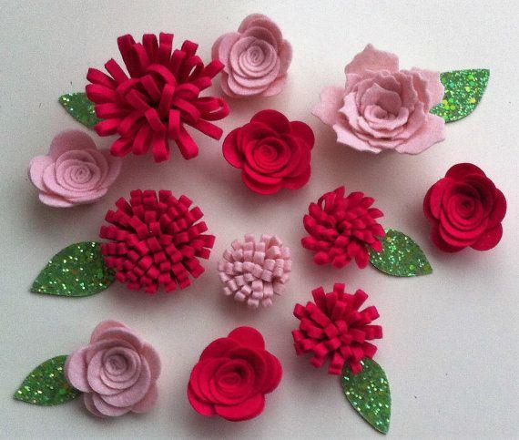 Fatto a mano 12 rosa pallido e cerise feltro fiori di cutzbothways