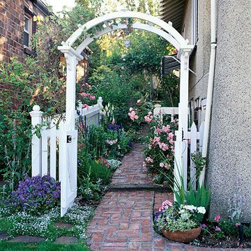Side yard garden idea and landscaping design.