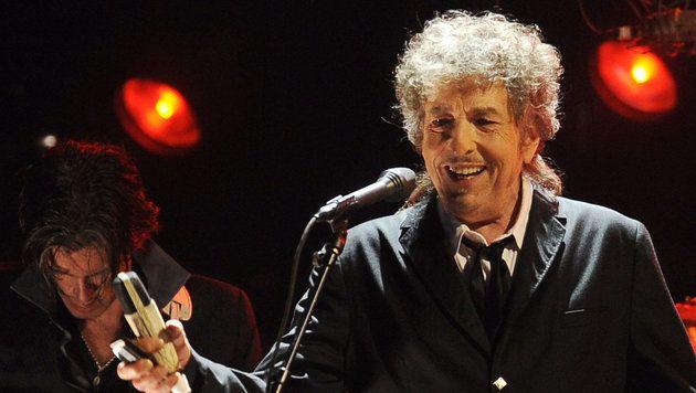 Der US-Songwriter Bob Dylan will den Literaturnobelpreis annehmen. Dies teilte die schwedische Nobelpreisakademie am späten Freitagabend mit. Der R...