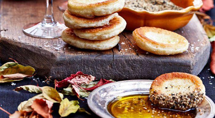 Miniflatbreads med dukkah och olja