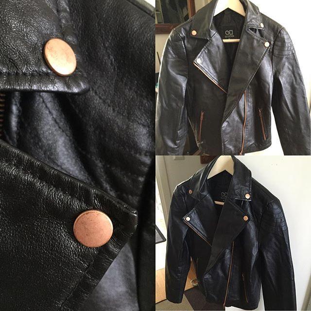 Svart skinnjacka med Rosé detaljer. Aldrig använd. Pris 200 kr. Storlek 40. #säljakläder #kläder #heltny #firstlook