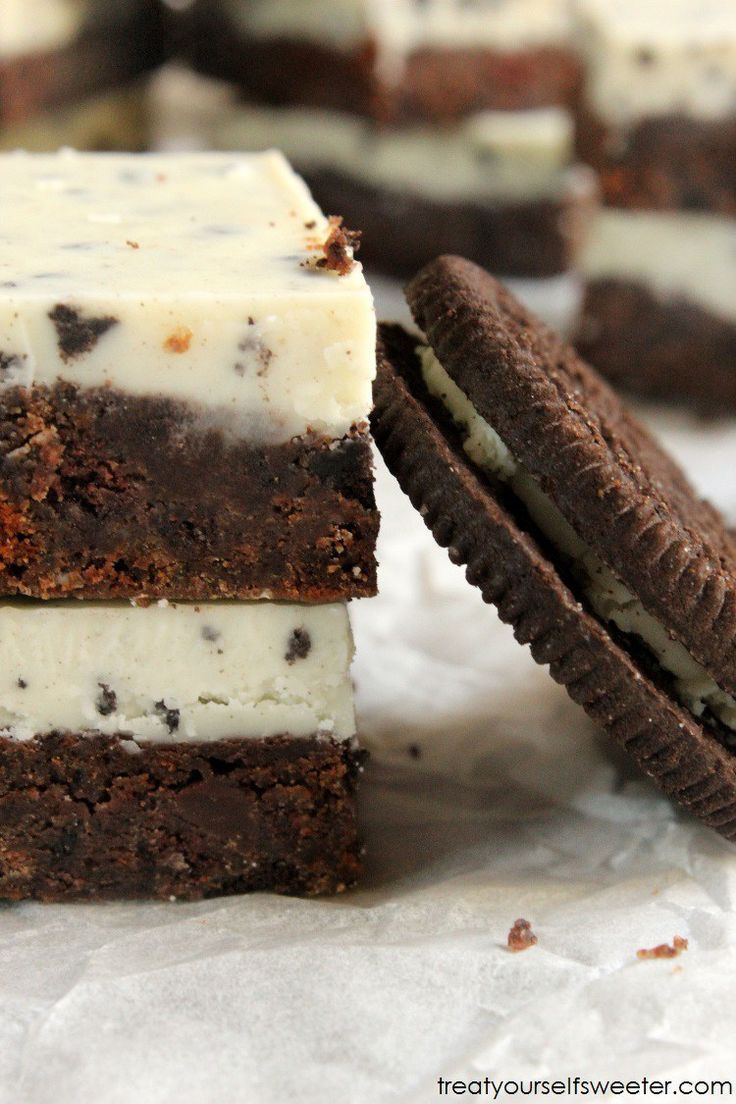 Easy No Bake Cookies and Cream Slice; Chocolate crunchy cookie base with a creamy cookies and cream chocolate top