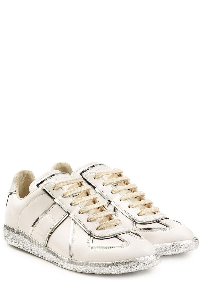 #Maison #Margiela #Leder, #Sneakers mit #Metallic, #Paspeln #, #Weiß für #Damen Durch die feine Paspelierung sowie die Sohle in silber glänzender Metallic > Optik werden die Leder > Sneakers von Maison Margiela von urbanen Klassikern zu modernen Statements  >  Cremefarbenes Leder, runde Zehenkappe, silberfarbene Paspelierung in Metallic > Optik, beigefarbene Schnürung, strukturierte Gummisohle in Metallic > Silber  >  Flache Sohle