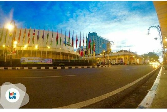 Paket Wisata City Tour Bandung Kota Murah. #asia-afrika bandung #alunalun info lebih lengkap hubungi kami di website: www.qinanatour.com sms/wa: +6281221567121 Line: @rqn4769z Instagram: qinanatour