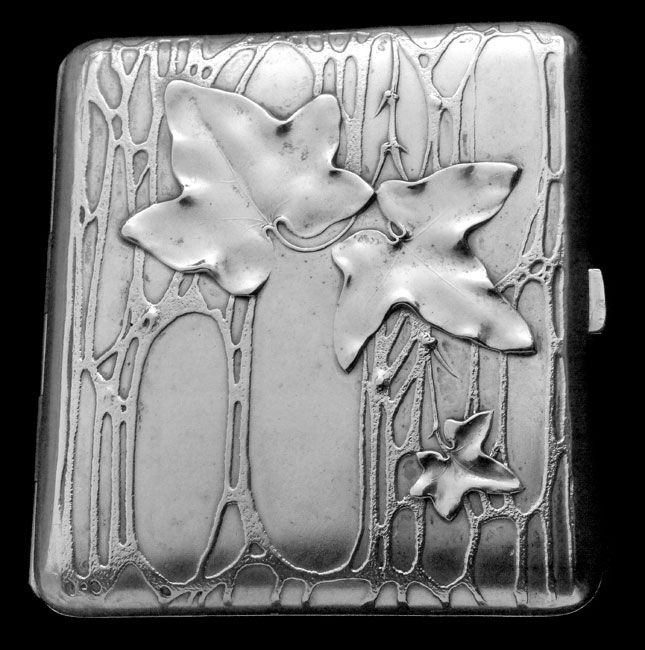 ART NOUVEAU Ivy Case  Silver, Partly Gilt H: 8.7 cm (3.43 in)  W: 8.1 cm (3.19 in)  Marks: 800 & indistinct makers mark German, c.1900