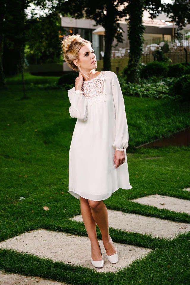 Das Hochzeitskleid Short Vintage ist kaum kurz zu beschreiben. Entdecken Sie es selbst hier und verlieben Sie sich in die Ballonhüllen und den unkomplizierten ...
