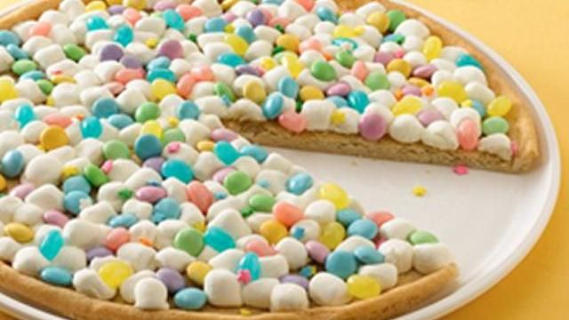 Kids would like thisPizza Recipe, Cookies Pizza, Cookies Cake, Easter Cake, Make Time, Cookie Pizza, Desserts Pizza, Easter Treats, Spring Cookies