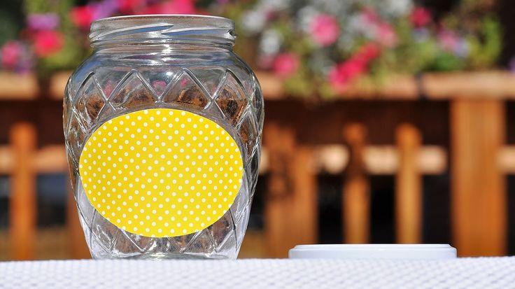 Víme, jak se zbavit přilepených etiket ze sklenic a jiných obalů - Hobby