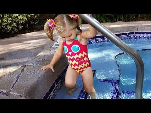 ✿ С Горки в Бассейн ИДЕМ В ДЖАКУЗИ Игры для Детей Kids fun playin in the water slide    {{AutoHashTags}}