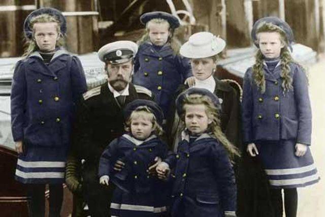 Das Schicksal der letzten russischen Zarenfamilie wäre rein spekulativ geblieben. Hätte es nicht einen Inspektor gegeben. Auf seinen Grundlagen soll nun Licht in den historischen Kriminalfall gebra…