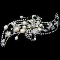 Vintage inspired hair comb featuring sparkling Austrian rhinestones and fresh water pearls. www.weddingwonderland.com.au