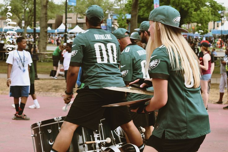 you know the anthem!     #eagles #philadelphiaeagles #drumline #nickfoles #super bowl #playoffs #clinched #carsonwentz #philadelphia #football #nationalfootballleague #NFL #nfldraft2017 #photography #photos #nadflicks