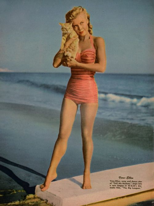 Smallest waist in Hollywood loves her beach kitty. Awww. - @jantzie