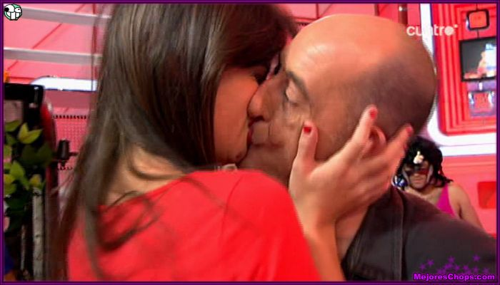 Ares Teixido besando a felisuco
