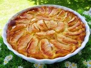Pour mon Coup de Coeur du dimanche, une recette de Josette ! Ingrédients : 4 pommes 130 g de farine 130 g de sucre 400 g de lait 25 g de beurre 3 oeufs 2 c à s de rhum 1 c à s de sucre vanillé Préparation : préchauffer le four a 200° éplucher les pommes...