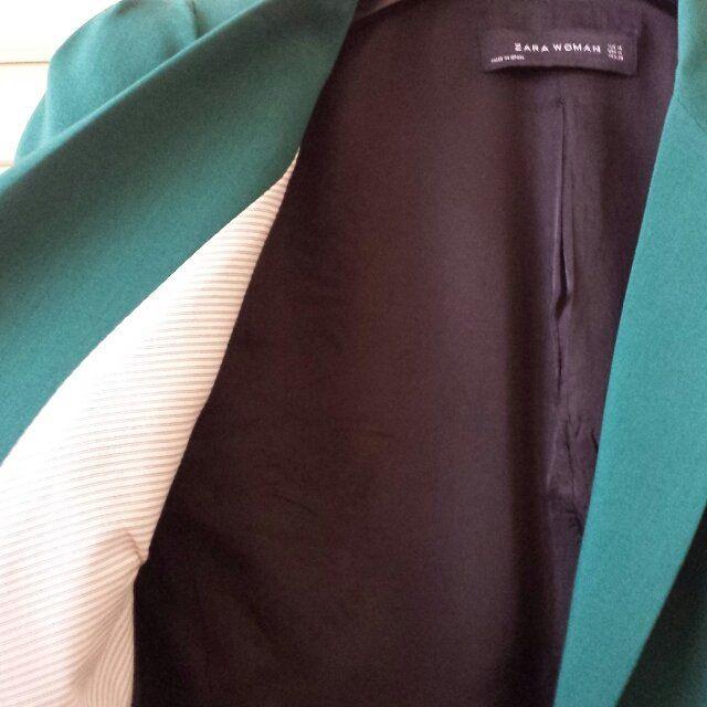 VENDO blazer verde smeraldo, usato pochissimo, taglia M (troppo grande per me ) spallina strutturata, fodera bianca e nera. Zara women. spedisco o consegno a mano solo a Roma. #verde #zara #stupenda #offertissima ss escluse