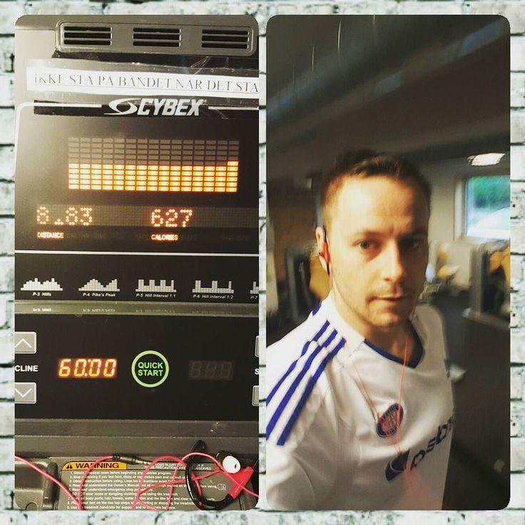 1 måned igjen til min første halvmaraton @nordmarka_halvmaraton så får vi se om de siste 2 åra med trening har hjulpet. #nordmarkahalvmaraton #løpingergøy #running #getfit #utfordring #challenge #komiform @atleticoflateby #vålerenga #jersey by troxda