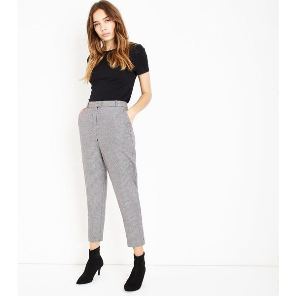 Black Houndstooth Tapered Trousers (39 CAD) ❤ liked on Polyvore featuring pants, black pattern, checked trousers, patterned trousers, checkerboard pants, houndstooth trousers and tapered fit pants