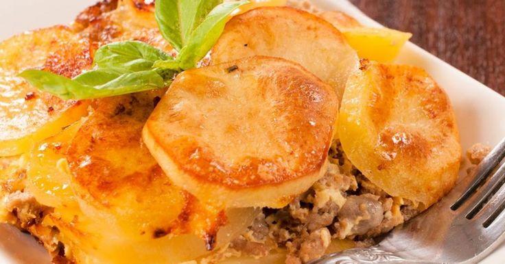 Tepsis húsos burgonya: gyors és olcsó ebéd | Femcafe