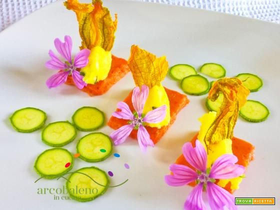 Gelatina di Peperoni rossi guarnita con quenelles di Patate-Basilico e fiori di Zucca gialla.  #ricette #food #recipes