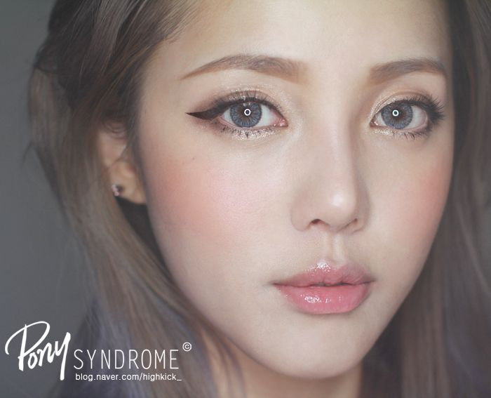 NEO Cosmo Glamour Colored Contact Lenses are the ideal accessory for any Korean/Japanese  ulzzang!
