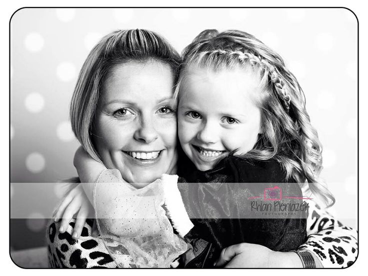 Mother and daughter. Rhian Pieniazek Photography.