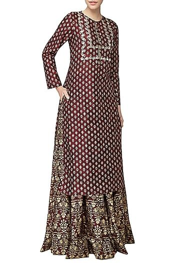268496ea9 Anita Dongre Featuring a ruby printed skirt in cotton silk base with  rajasthani lush flora and fauna motif work embroidery and side pockets.