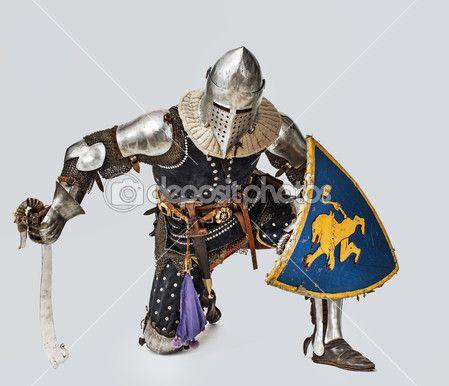 Портрет храбрый средневековый рыцарь — стоковое изображение #22726933