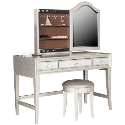 Function meets glamour in Lil Diva Bedroom Collection producing a stunning irresistible combination. Lil Diva has lustrous platinum finish, textured shagreen panels, bright jewelry-inspired hardware, and mirrored-panel borders for a extra touch of sophistication.