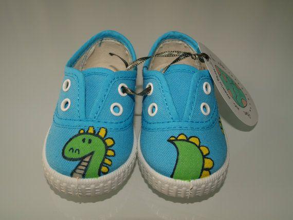 Zapatillas dinosaurio pintadas a mano por Babylus en Etsy