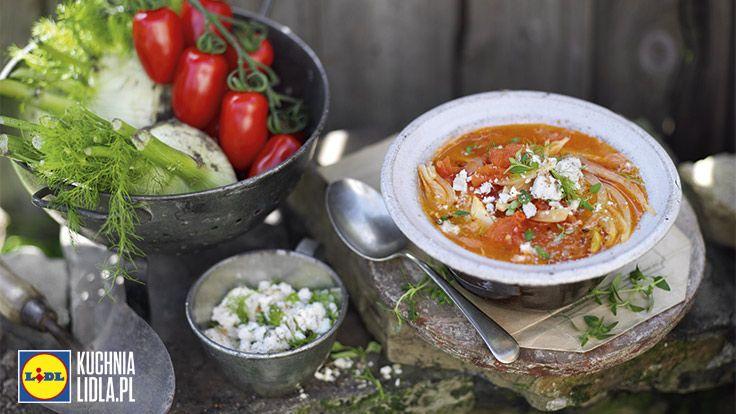 Zupa z pomidorów i kopru włoskiego z posypką z grzanek i fety. Kuchnia Lidla - Lidl Polska. #kuchniagrecka #zupa