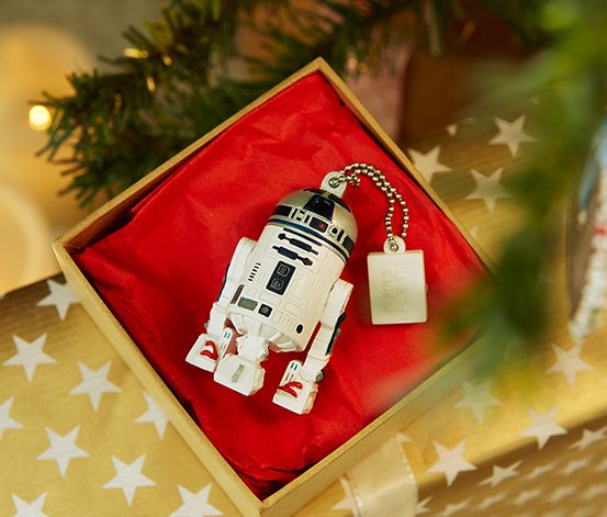55,95 zł Pamięć USB o pojemności 8 GB. Modny design Star Wars. Doskonała do zapisywania danych i przenoszenia zdjęci, muzyki i innych danych. Z łańcuszkiem mocującym, np. do przypięcia przy breloku na klucze.