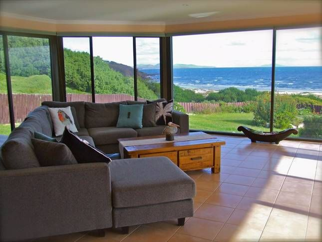 Relax and enjoy the ocean views sandgroper available Coles bay
