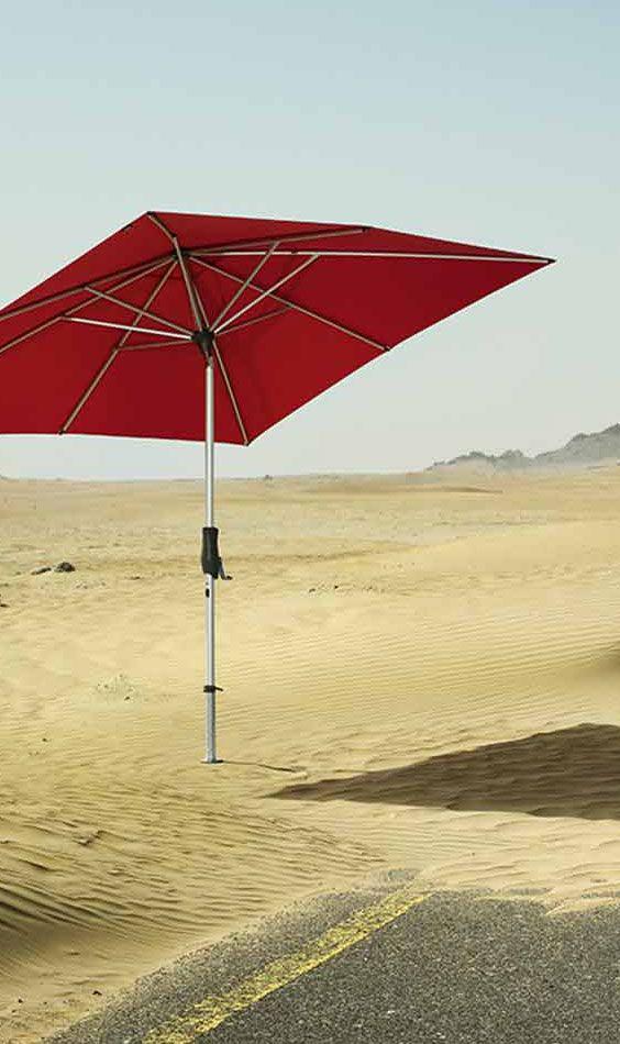 Hochwertiger Stockschirm in der Farbe Rot. Den Glatz Sonnenschirm Alu-Twist und viele andere Sonnenschirme gibt's bei Garten-und-Freizeit in vielen verschiedenen Farben: https://www.garten-und-freizeit.de/glatz-sonnenschirm-alu-twist-210x150cm-verschiedene-farben.html
