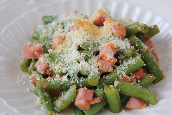 Judías verdes a la italiana con jamón, tomate y queso