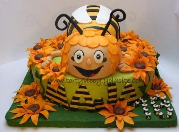 bee birthday cake