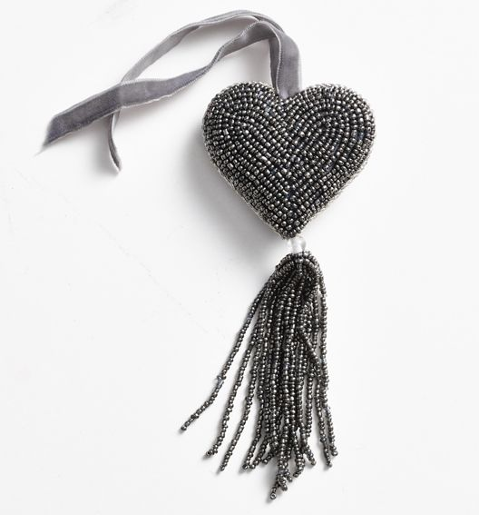 Christmas decorations! Beautiful hand beaded heart in silver-grey, with a velvet ribbon.  (tassel beat heart, 15 cm) Buy at www.thetravellingband.dk