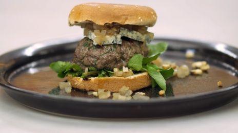 Eén - Dagelijkse kost - hamburgers met relish van ui en madeira met blauwe kaas