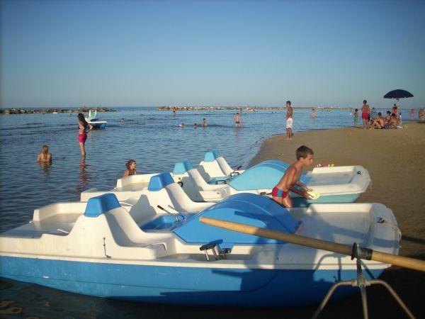 pedalò - Mercatino Balneare vendo pedalò in buono stato € 300,00  https://www.mercatinobalneare.it/annuncio/torinp-di-sangro-pedalo/  #stabilimentobalneare #attrezzaturabalneare #attrezzaturabalneareusata #mercatinobalneare #attrezzaturabalnearenuova #annunciusato #lido #spiaggia #camping