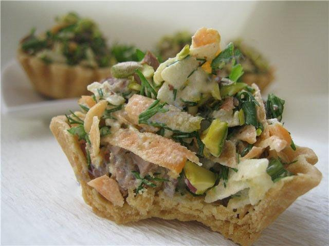 Салат в корзиночках